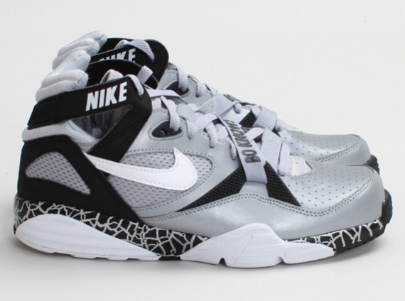 nike-air-trainer-max-91-bo-knows-3-570x424