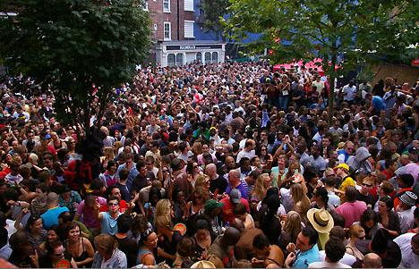 notting-hill-carnival-crowds