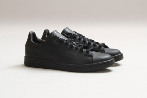 adidas-stan-smith-black-black-1-960x640