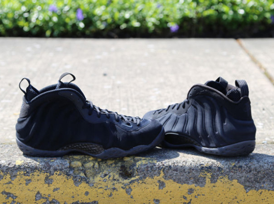 nike-air-foamposite-one-black-suede-1
