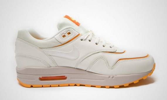 nike-wmns-air-max-1-cut-out-sail-02