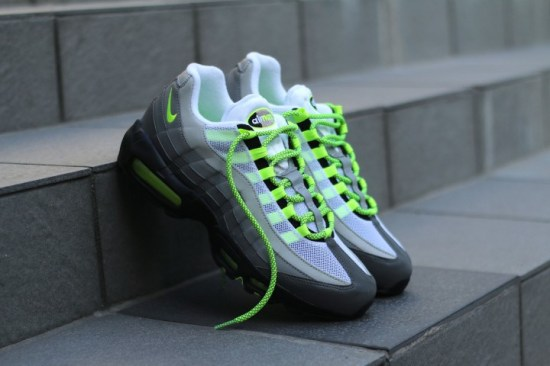 AM95-OG-Neon-Flash-Press-Ready-e1438720983165