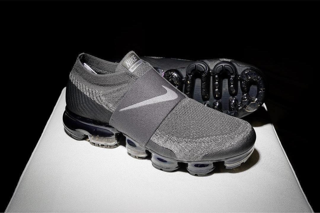 cheap for discount 69b10 5f944 Nike Air VaporMax Laceless Sees a Stealthy Grey and Black ...